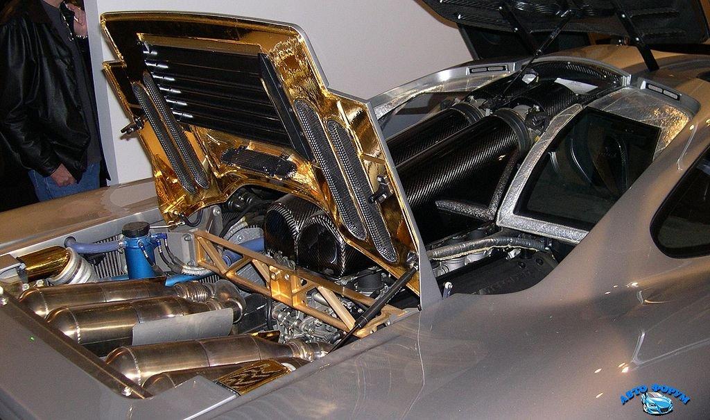 1024px-1996_McLaren_F1_engine.jpg