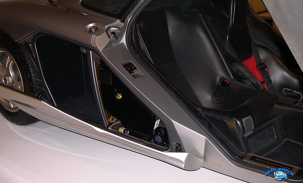 1024px-1996_McLaren_F1_luggage.jpg
