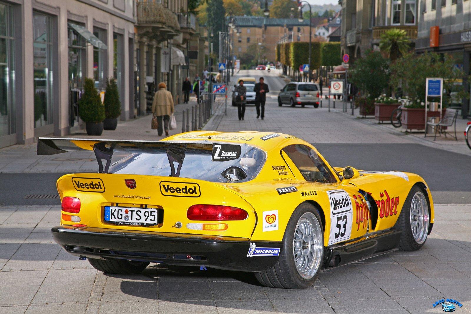 1322589947_Dodge-Viper-GTS-R-Carscoop6.jpg