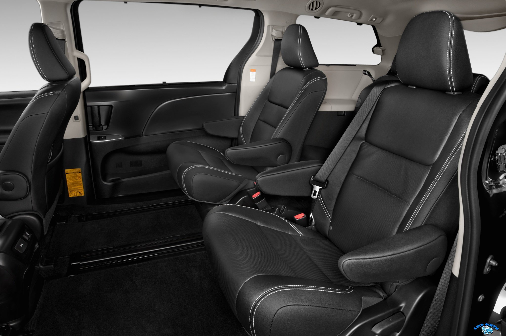 1406577799_2015-toyota-sienna-se-rear-interior-seats-02.jpg