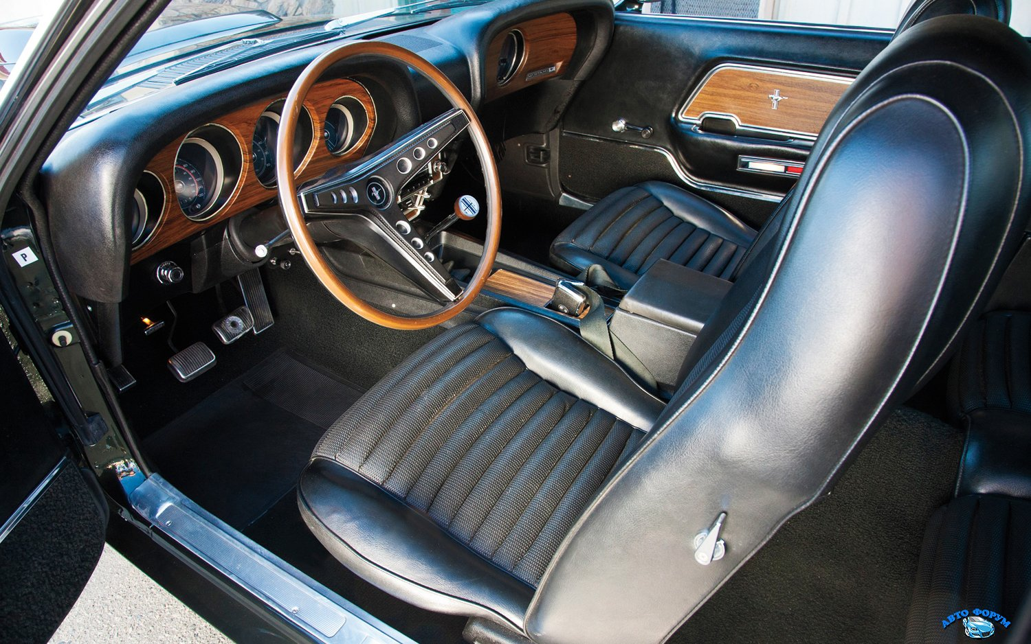 1969-ford-mustang-boss-429-interior.jpg