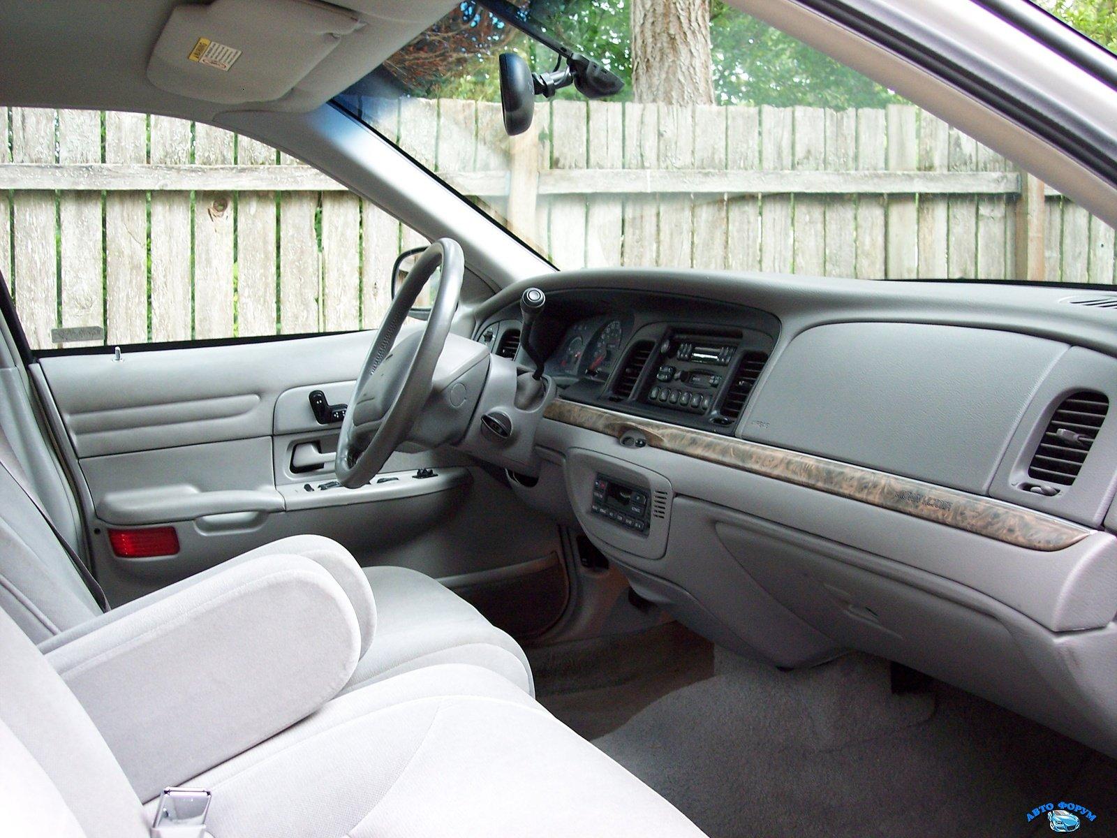 1999_ford_crown_victoria_4_dr_lx_sedan-pic-38335.jpeg