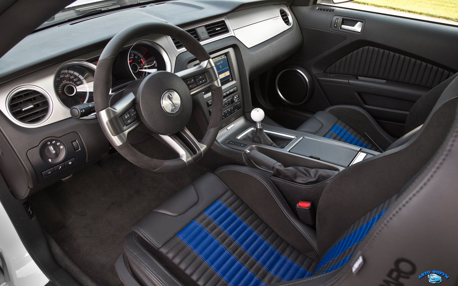 2013-ford-shelby-gt500-interior.jpg