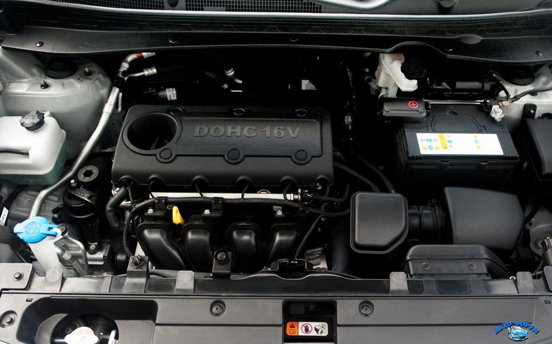 2013-Kia-Sportage-engine.jpg