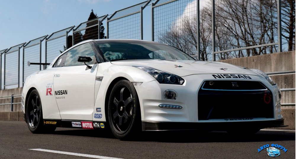 2013-nissan-gt-r-club-track-edition-entering-nrburgring-24-hours_100387899_l.jpg