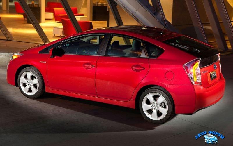 2013-Toyota-Prius-2.jpg