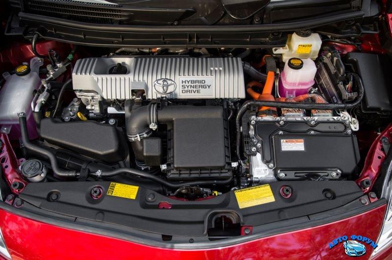 2013-Toyota-Prius-7.jpg