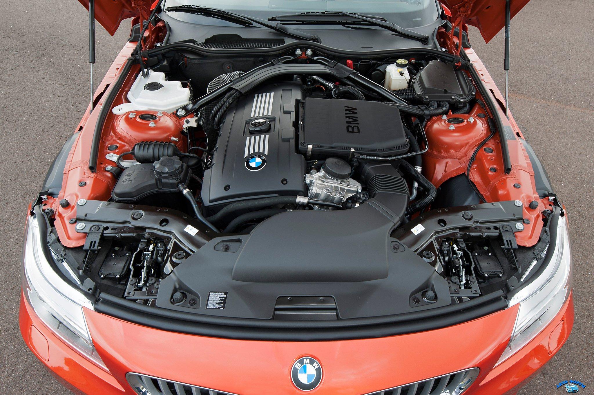 2014-BMW-Z4-engine-view.jpg
