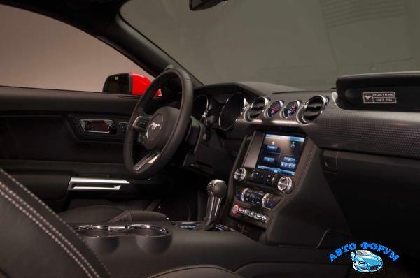 2015-Ford-Mustang-interior.jpg