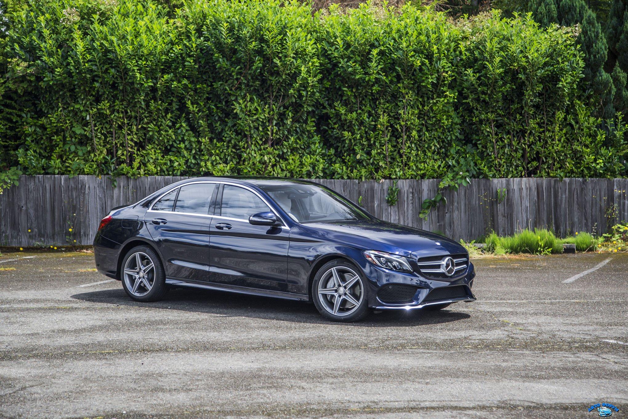 2015-Mercedes-Benz-C400-4Matic-front-three-quarter-022.jpg