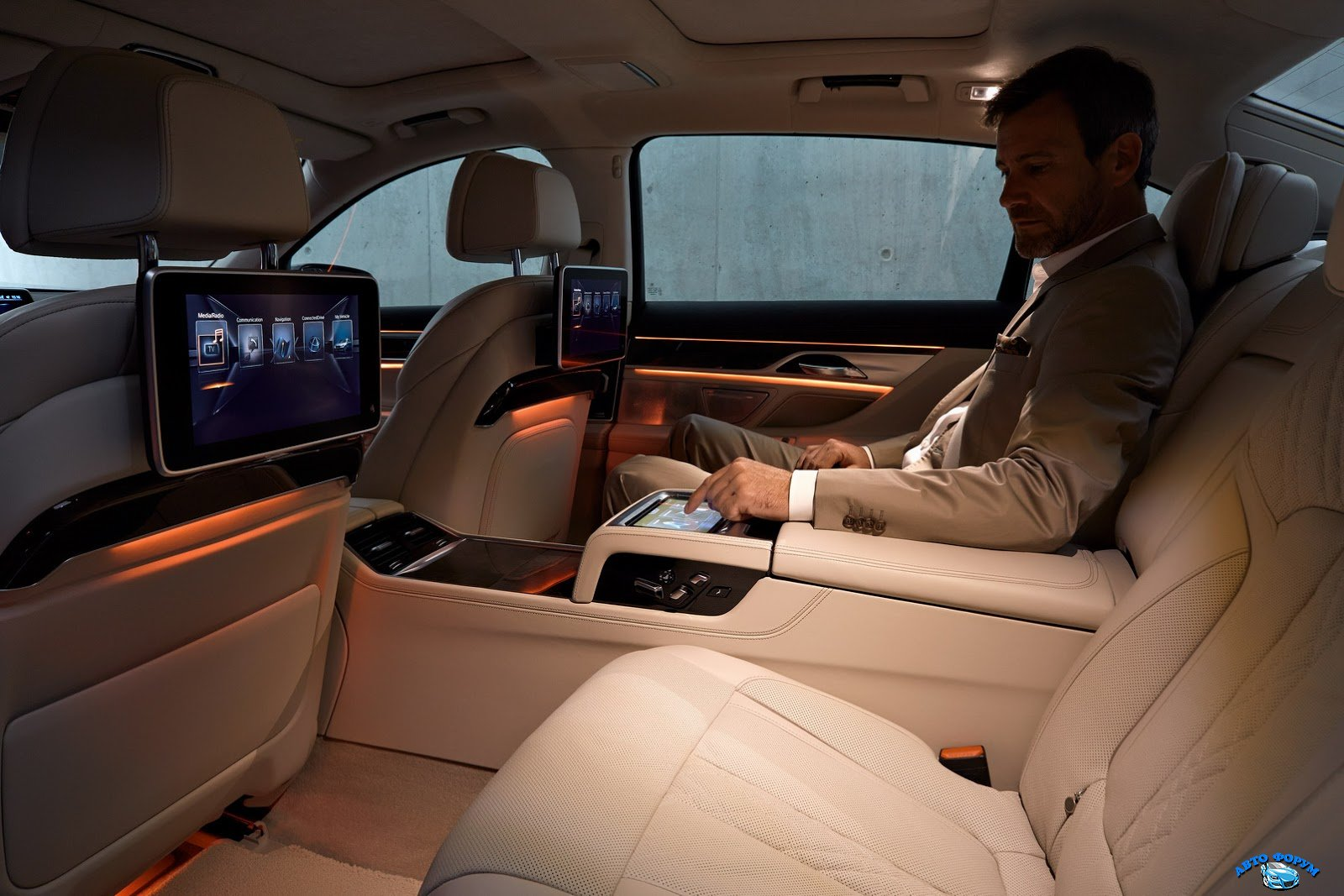 2016-BMW-7-Series-interiors.jpg