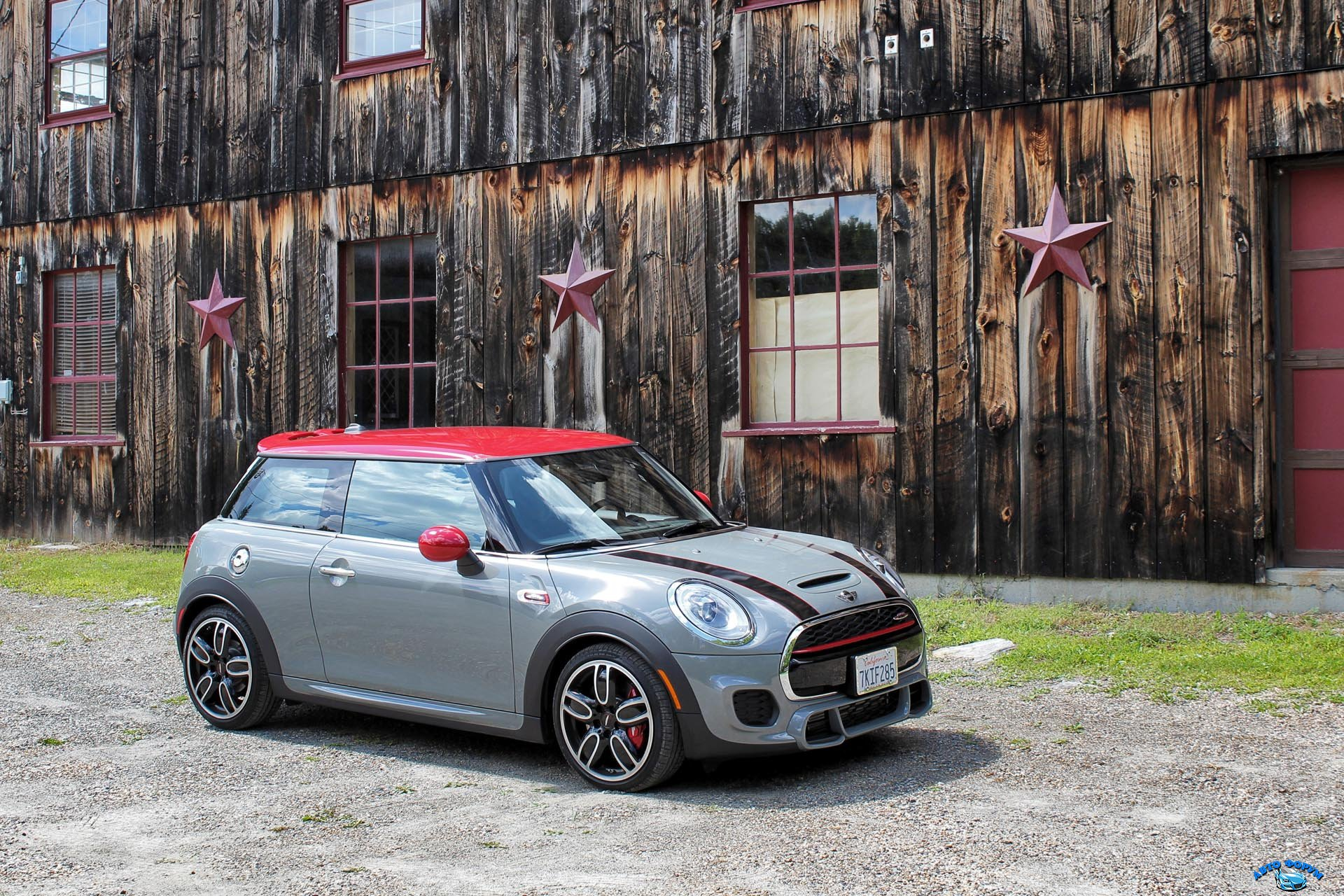 2016-Mini-John-Cooper-Works-3-Door-PB-01.jpg
