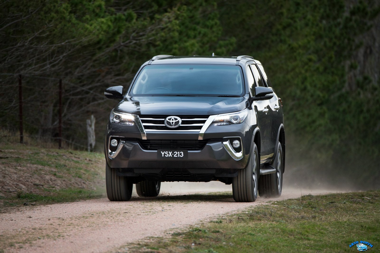 2016-Toyota-Fortuner-Wallpapers-Android.jpg