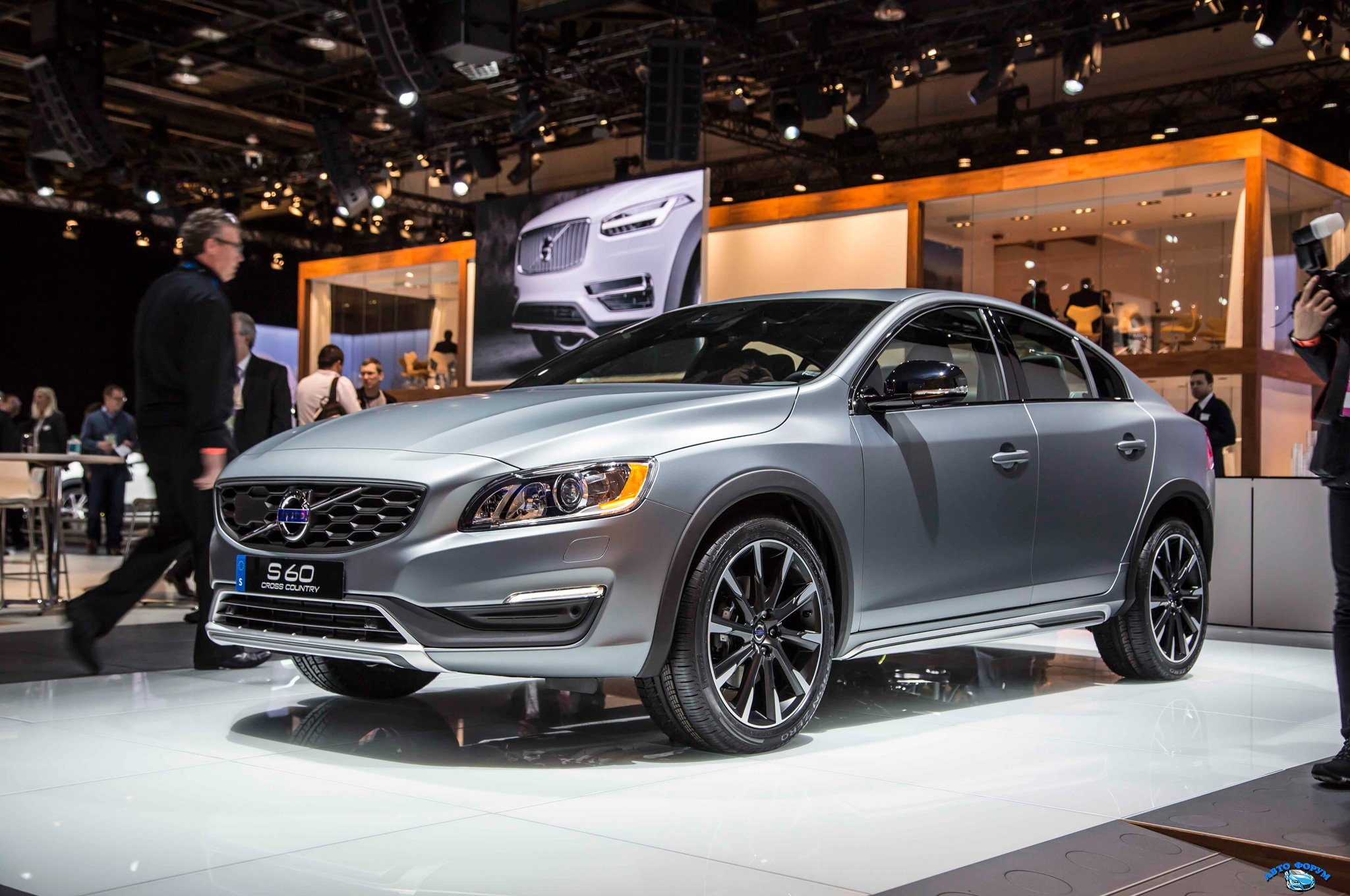 2016-Volvo-S60-Cross-Country-front-three-quarter.jpg