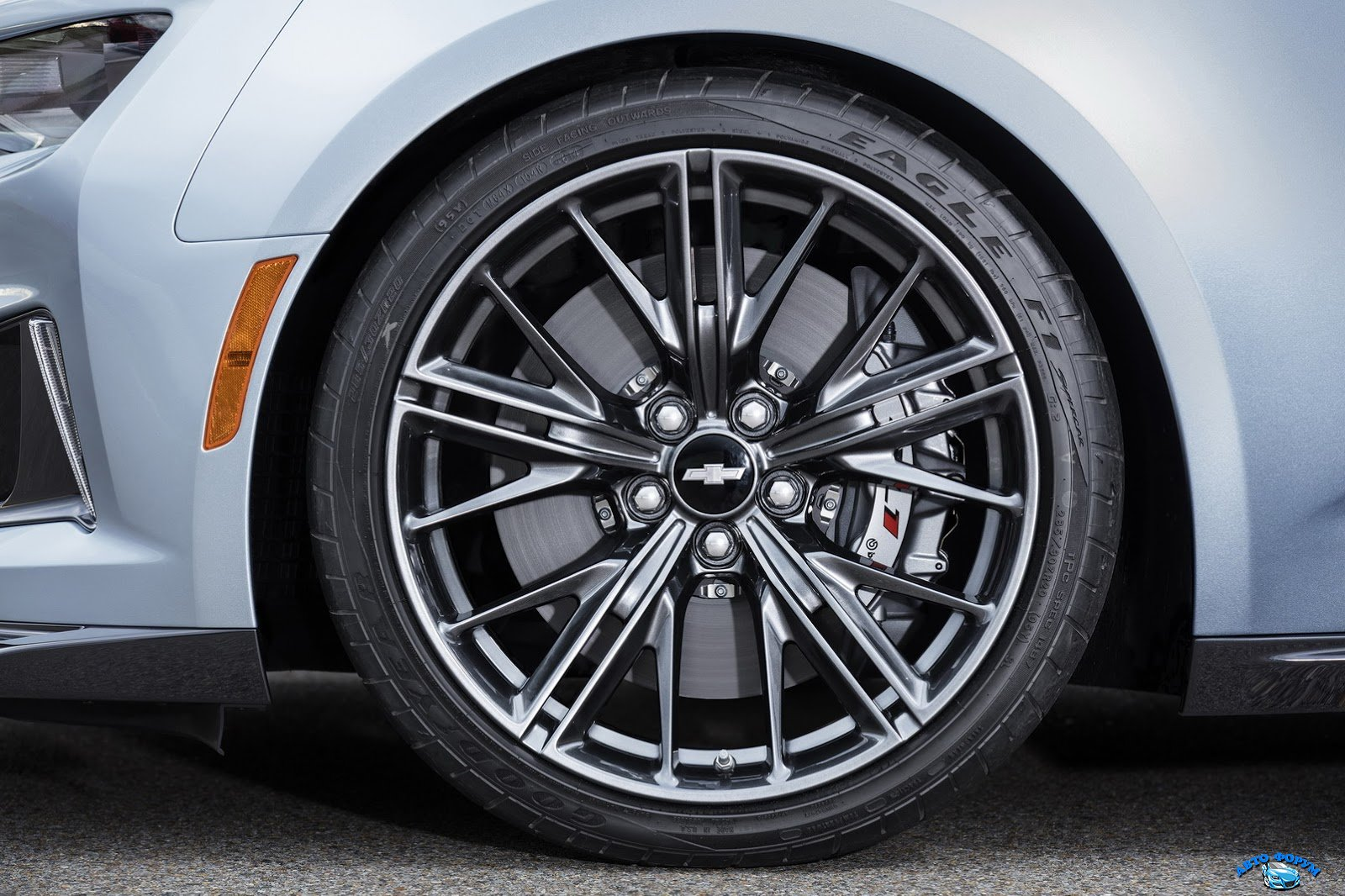 2017-Chevrolet-Camaro-ZL1-10.jpg
