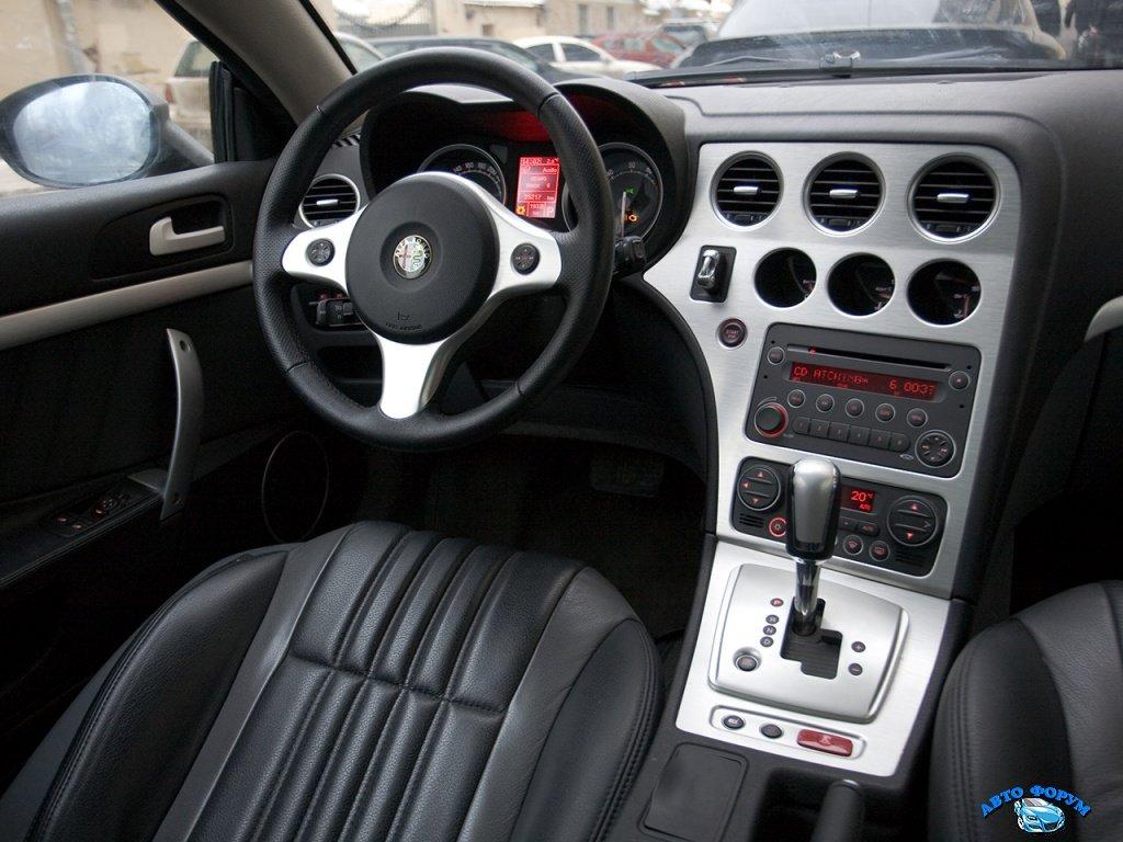 Alfa_Romeo-Brera_interier.jpg