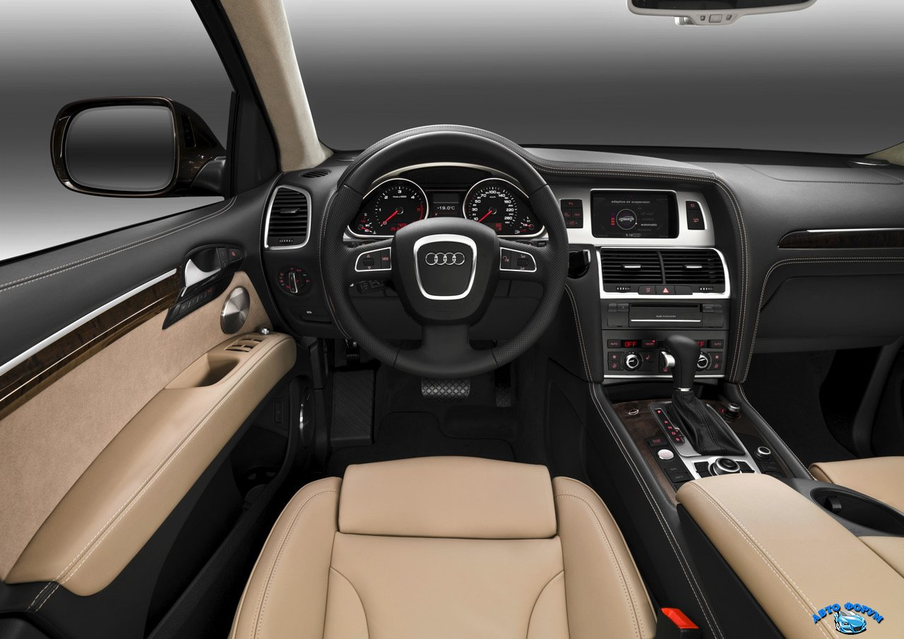 audi q7 interior drivers side.jpg