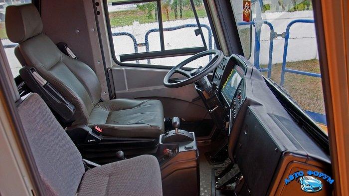 БелАЗ-75710-кабина.jpg