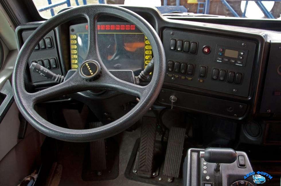 БелАЗ-75710-кабина-место-водителя.jpg