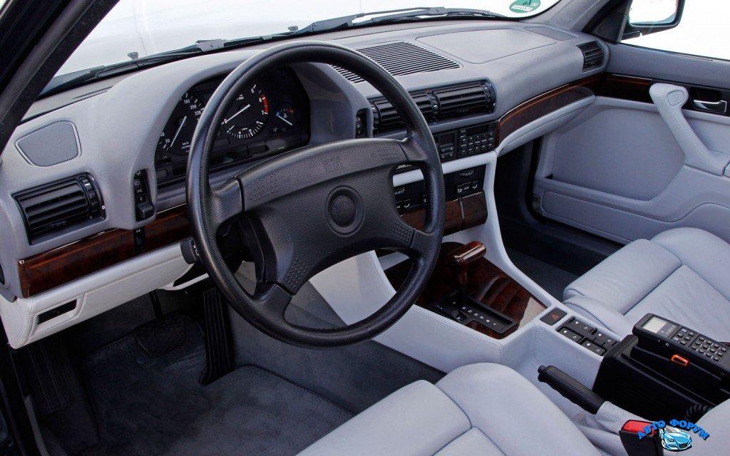BMW-750il-V12-E32-interior.jpg