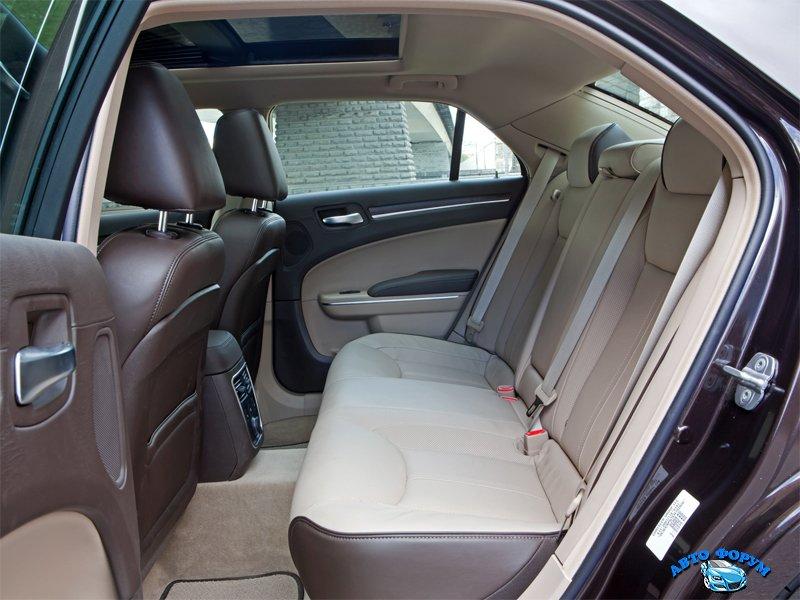 Chrysler-300C-2013-2.jpg