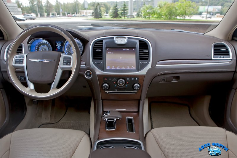 Chrysler-300C-2013.jpg