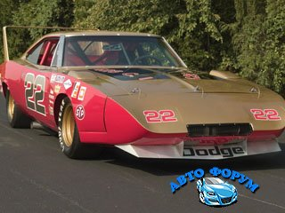Dodge_Charger_Daytona__1969-1.jpg