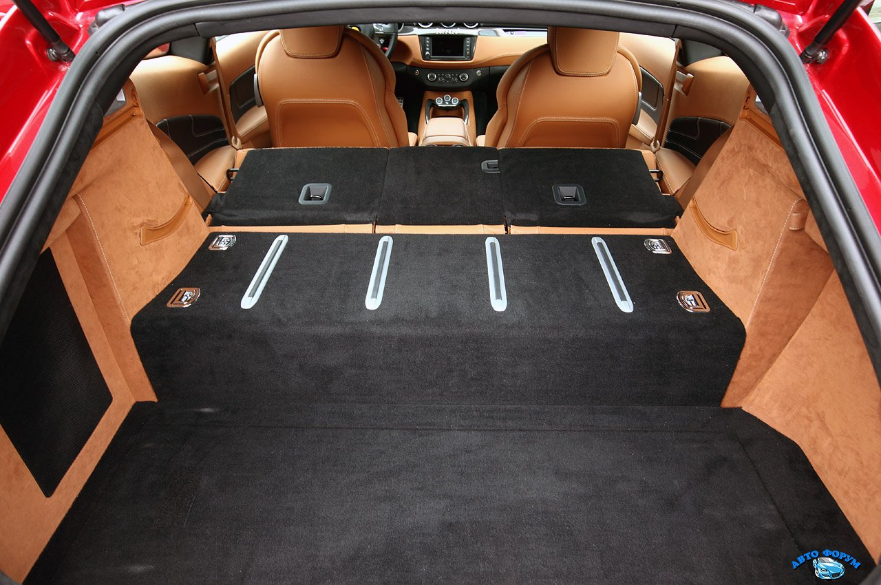 ferrari_ff_luggage_compartment_71.jpg
