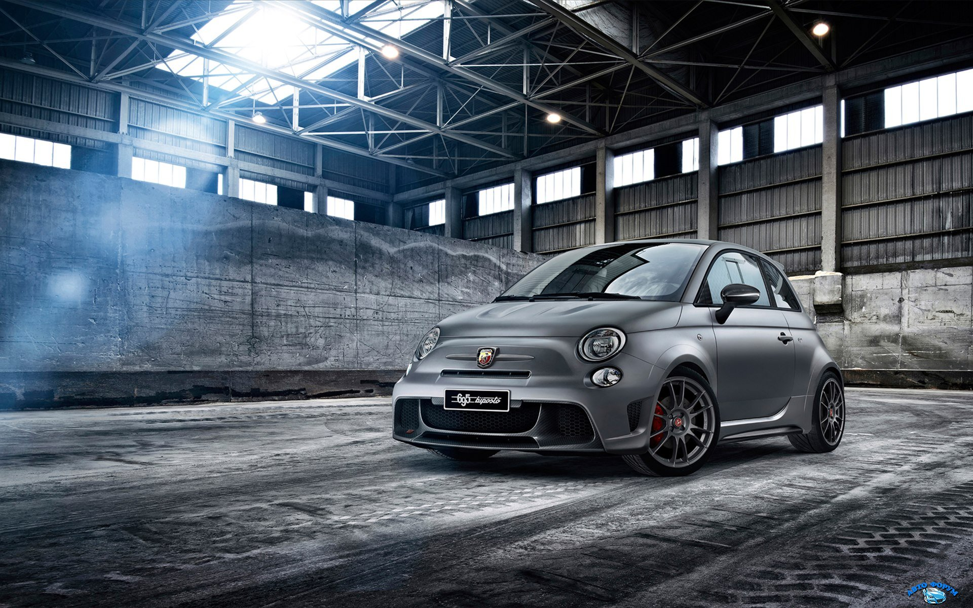 fiat-abarth-695-biposto-2014-widescreen-02.jpg
