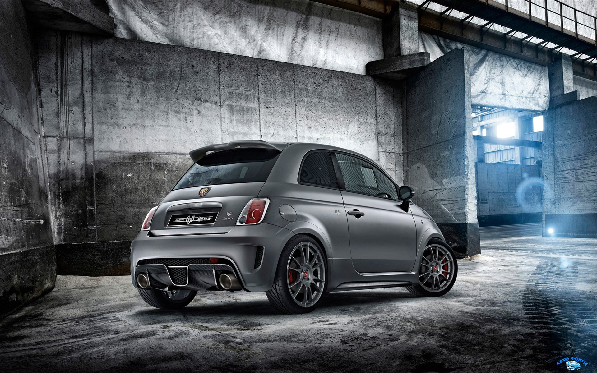 fiat-abarth-695-biposto-2014-widescreen-03.jpg