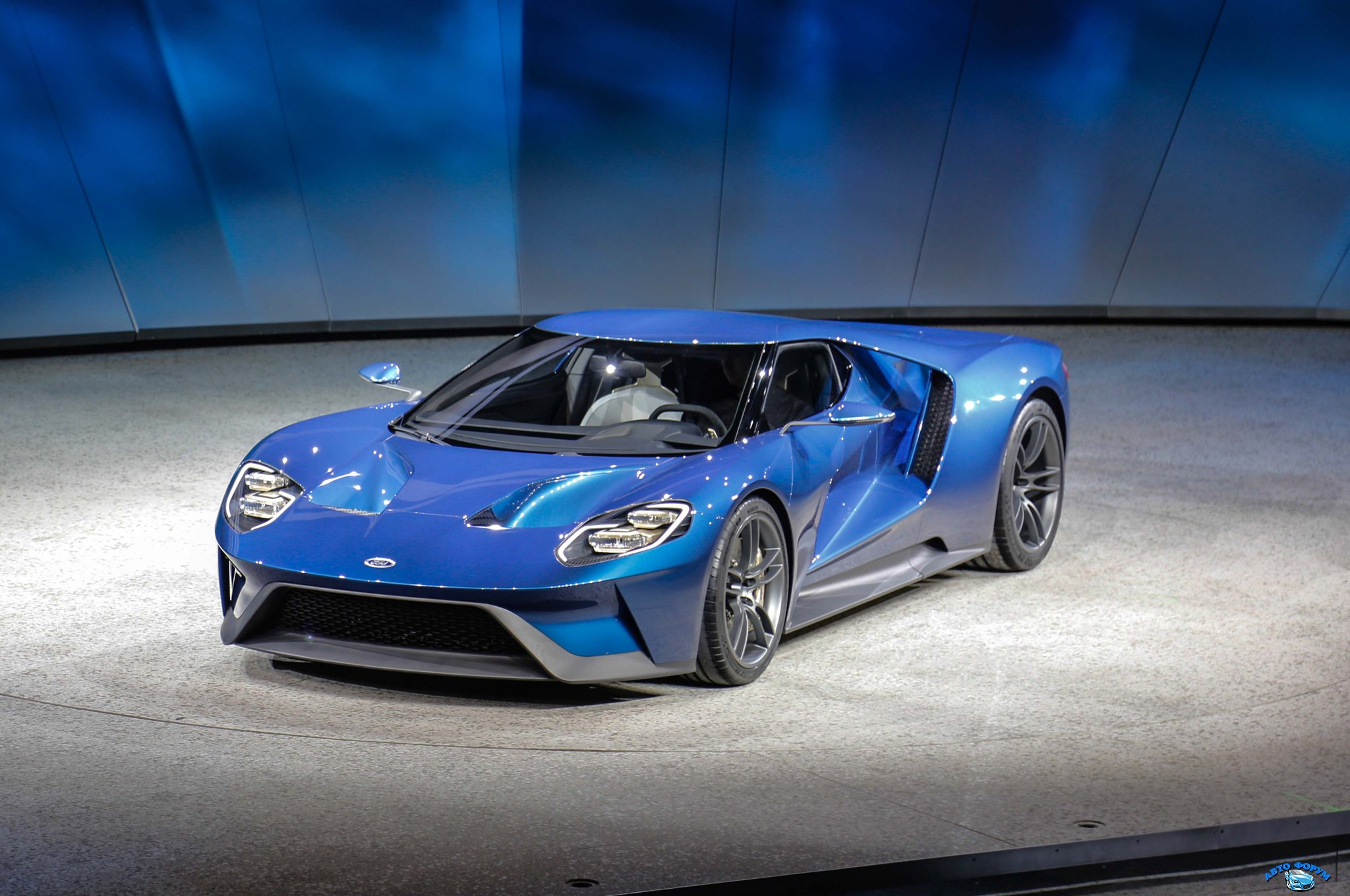 ford-gt-at-2015-detroit-auto-show-front-three-quarter-02.jpg