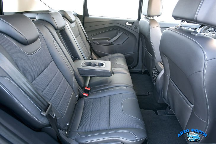 Ford-Kuga-2013-3.jpg