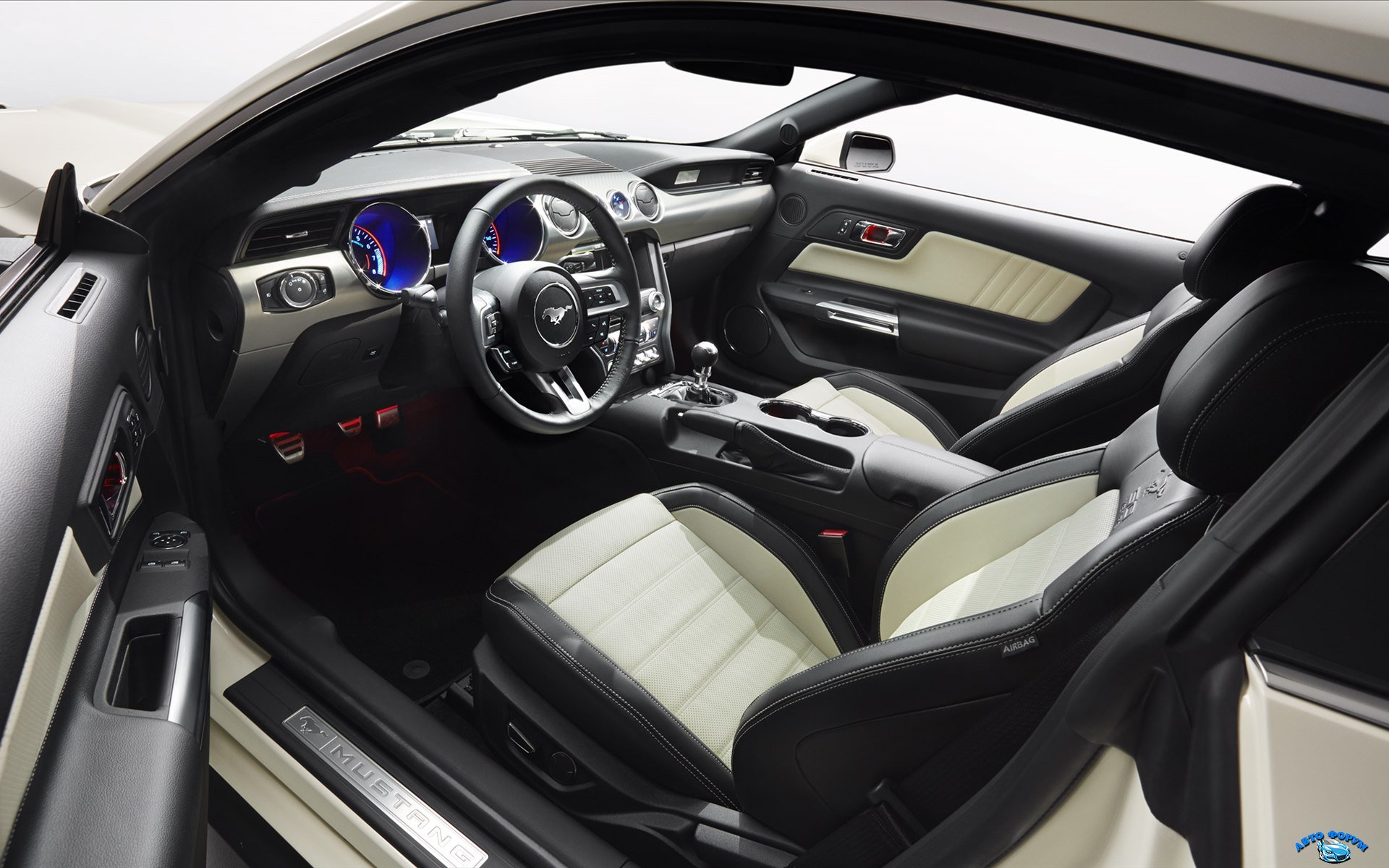 Ford-Mustang-50-Year-Limited-Edition-2015-widescreen-04.jpg