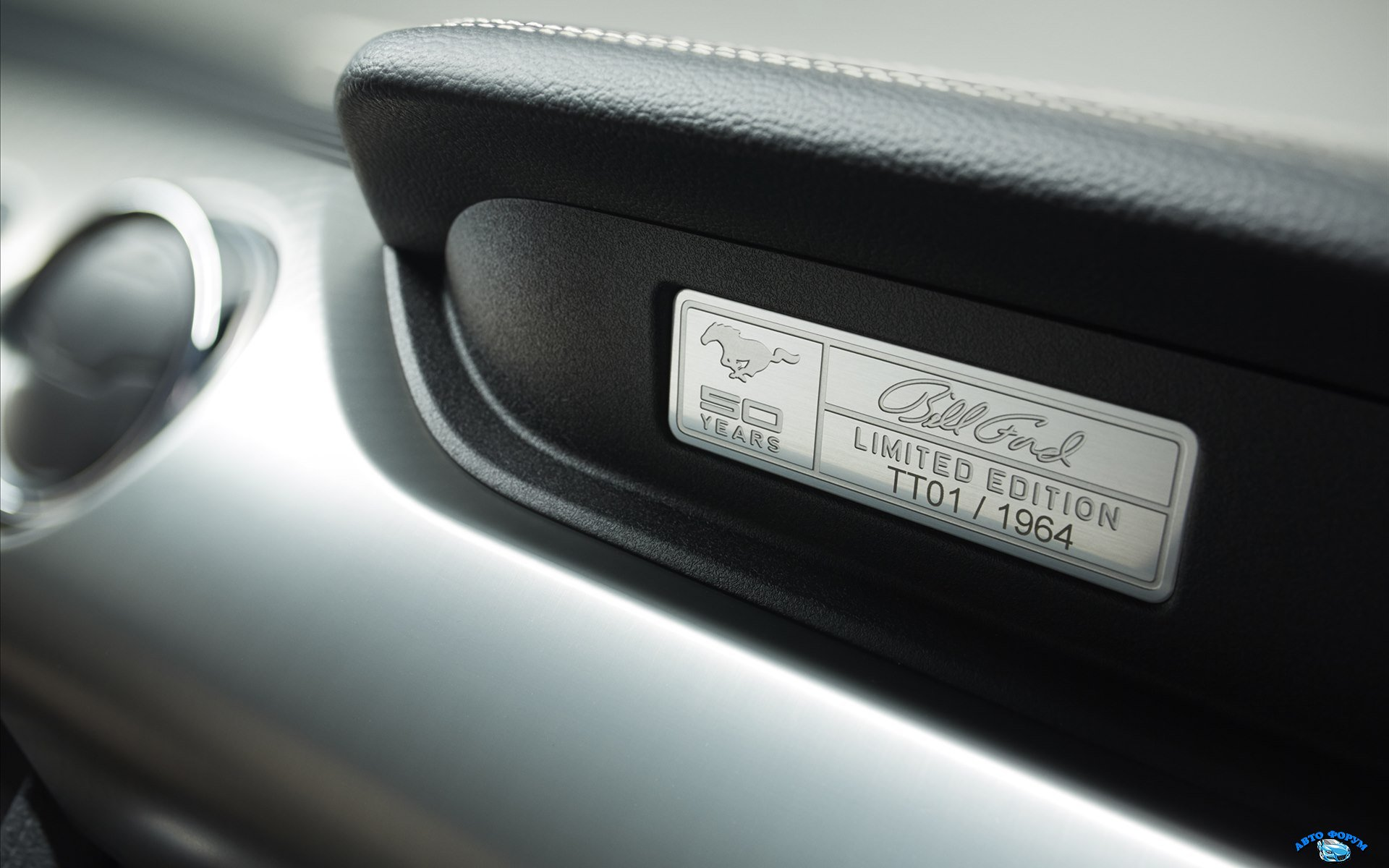 Ford-Mustang-50-Year-Limited-Edition-2015-widescreen-08.jpg