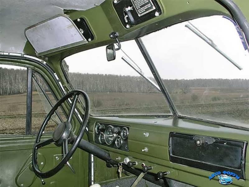 GAZ_51_Gruzovik-bort_1946-kabina.jpg