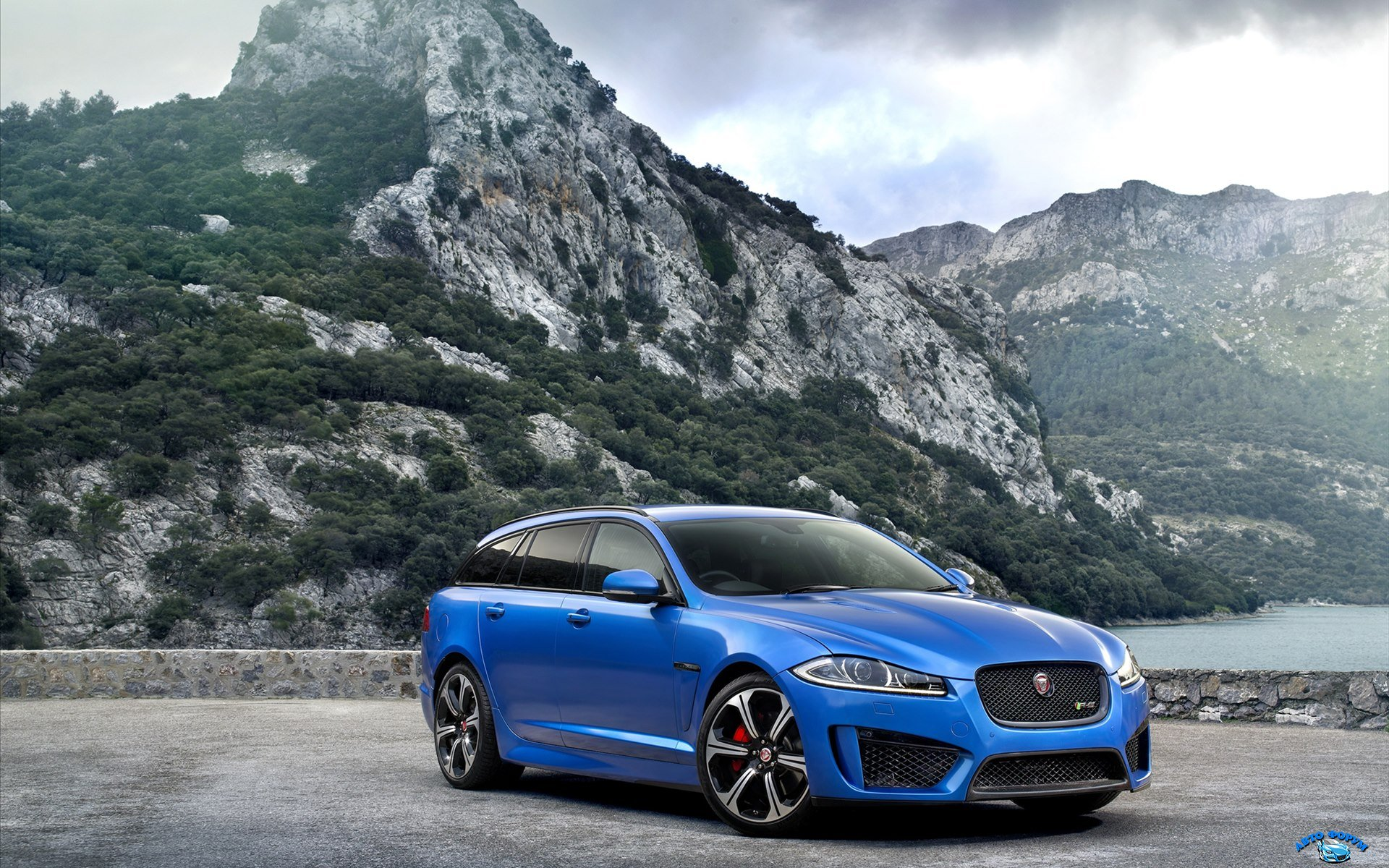 Jaguar-XFR-S-Sportbrake-2015-widescreen-25.jpg