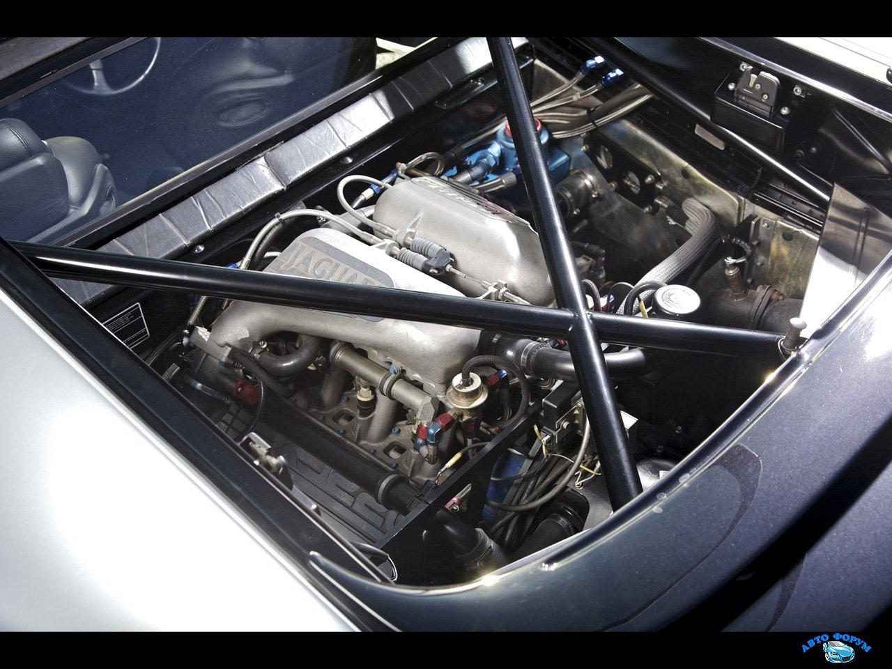 Jaguar-XJ220-and-XJ220-S-Engine-Compartment-1280x960.jpg