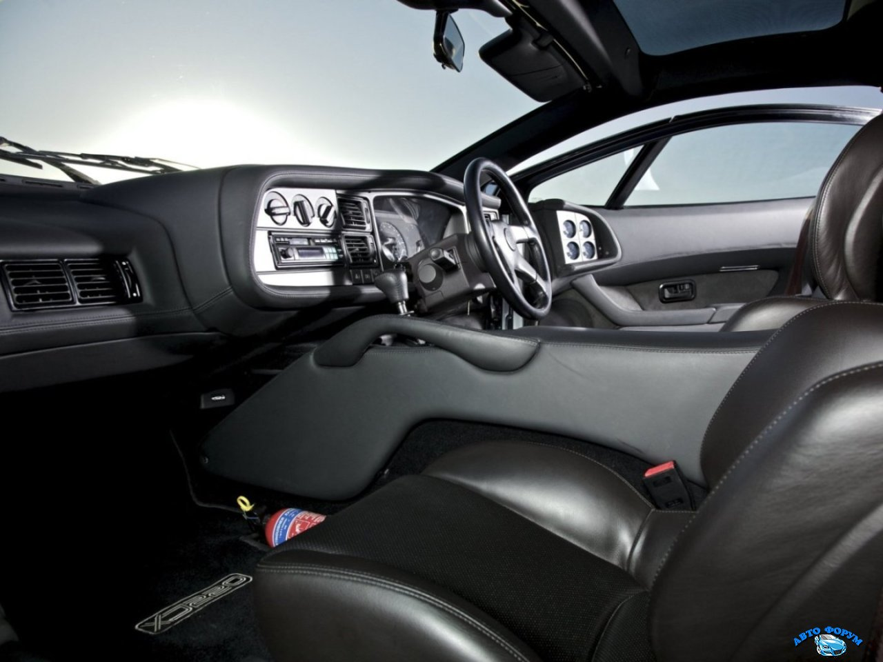 Jaguar_XJ220_Coupe_199200.jpg