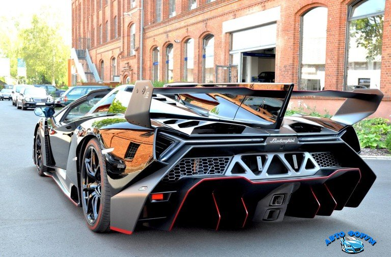 Lamborghini-Veneno-Exterior-Rear-Specs-Review-768x505.jpg