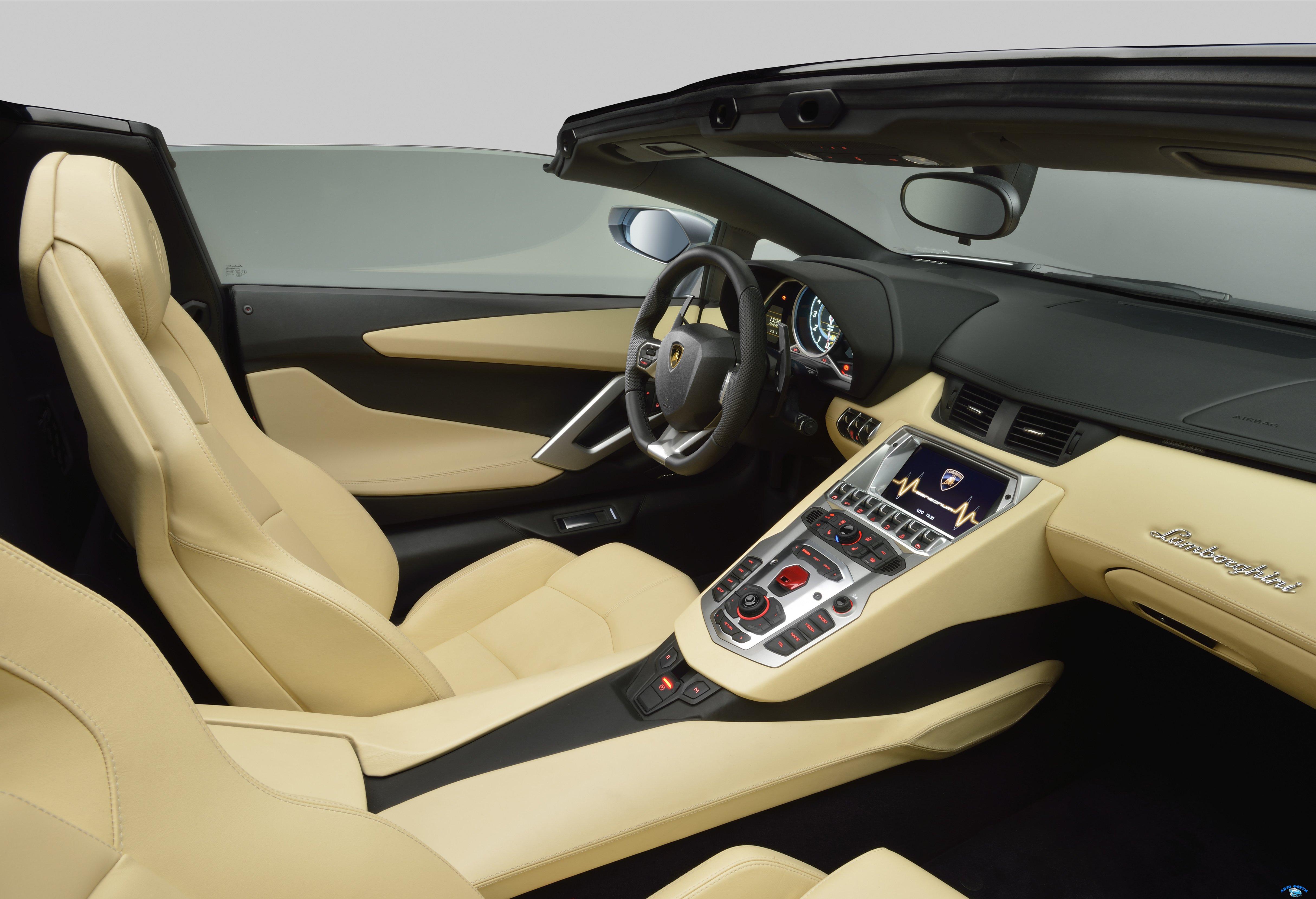 lamborghini_aventador_lp_700-4_roadster_interior_22.jpg