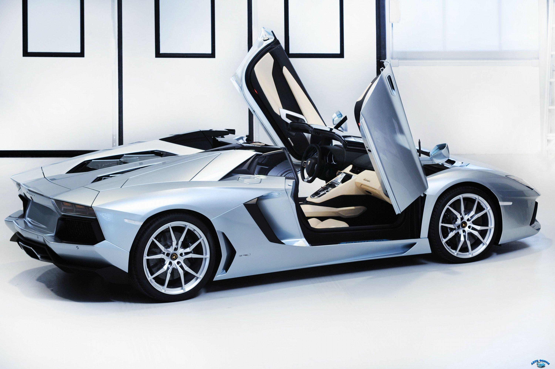 lamborghini_aventador_lp_700-4_roadster_open_doors_11.jpg