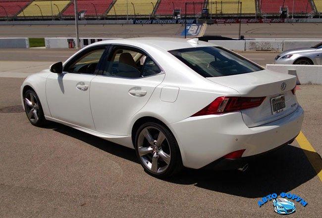 Lexus_IS_250_15.jpg