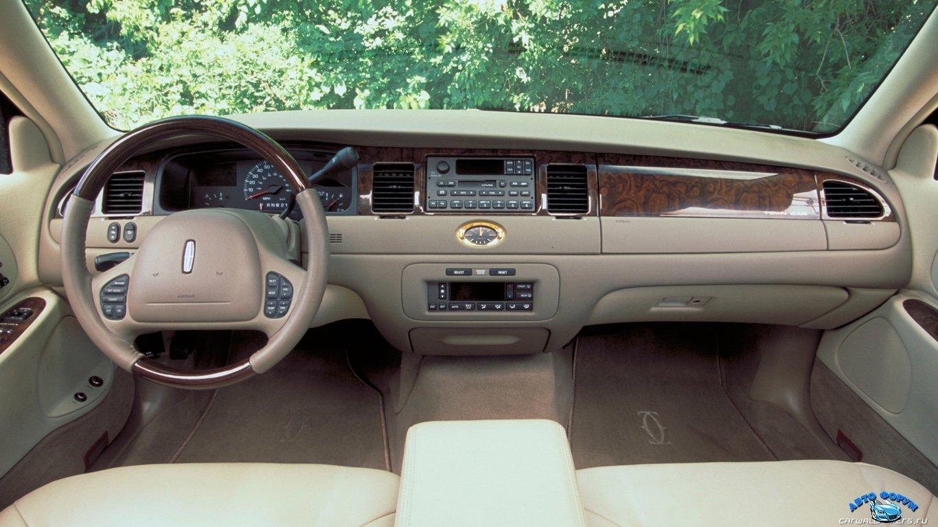 Lincoln-Town-Car-2002-1366x768-005.jpg