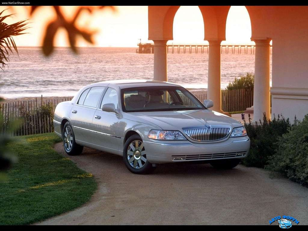 Lincoln-Town_Car_2003_1024x768_wallpaper_01.jpg