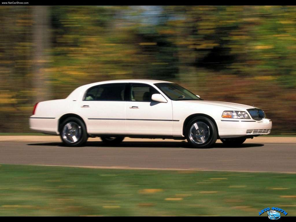 Lincoln-Town_Car_2003_1024x768_wallpaper_04.jpg