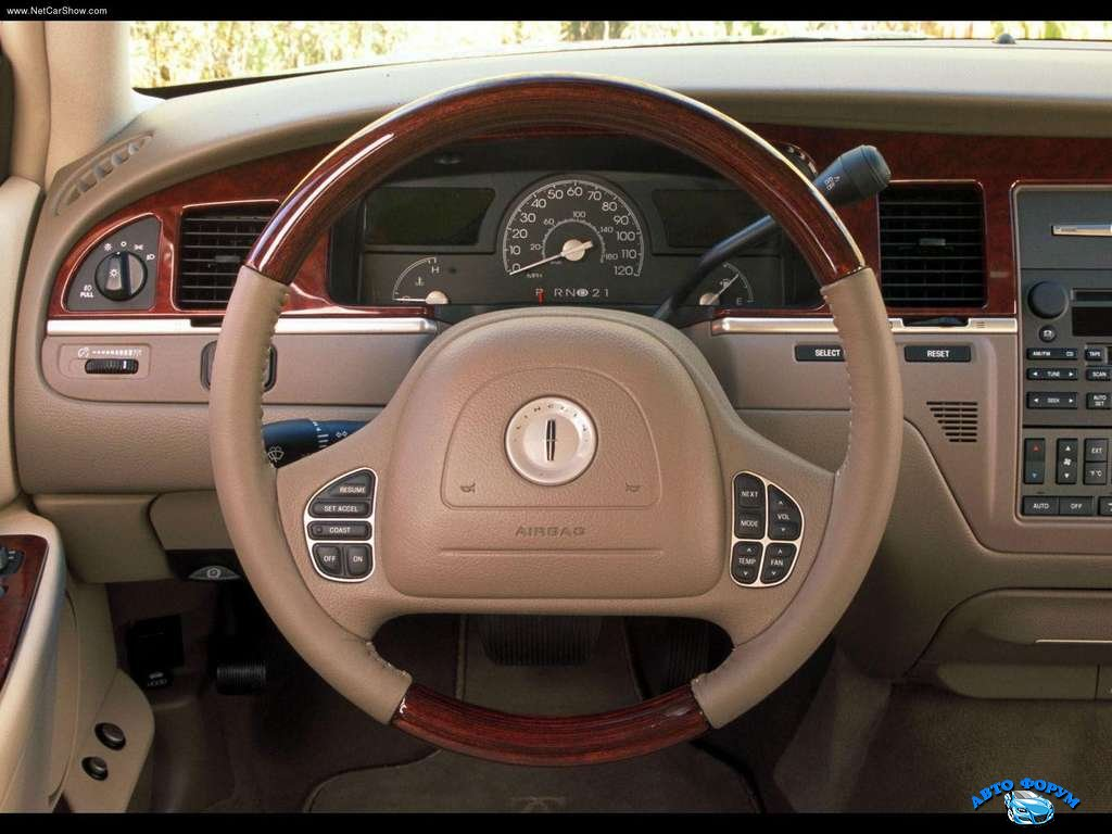 Lincoln-Town_Car_2003_1024x768_wallpaper_06.jpg