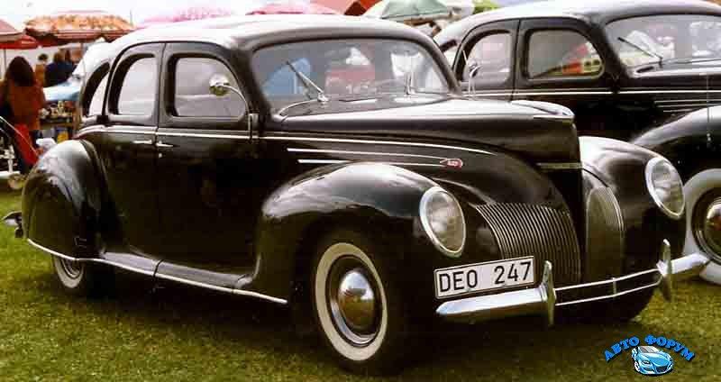 Lincoln_Zephyr_V12_4-D_Sedan_1939.jpg