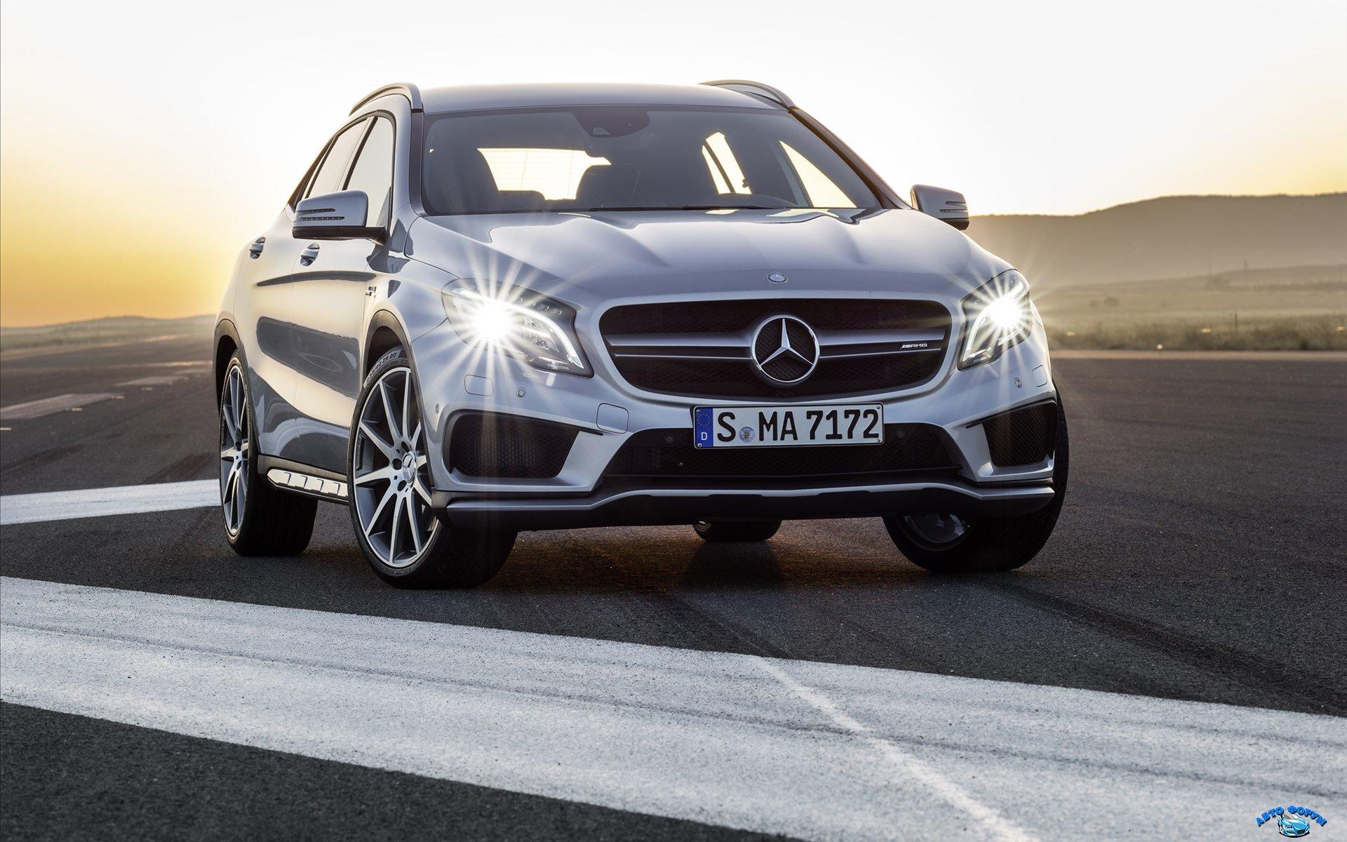Mercedes-Benz-GLA-45-AMG-2014-widescreen-04.jpg