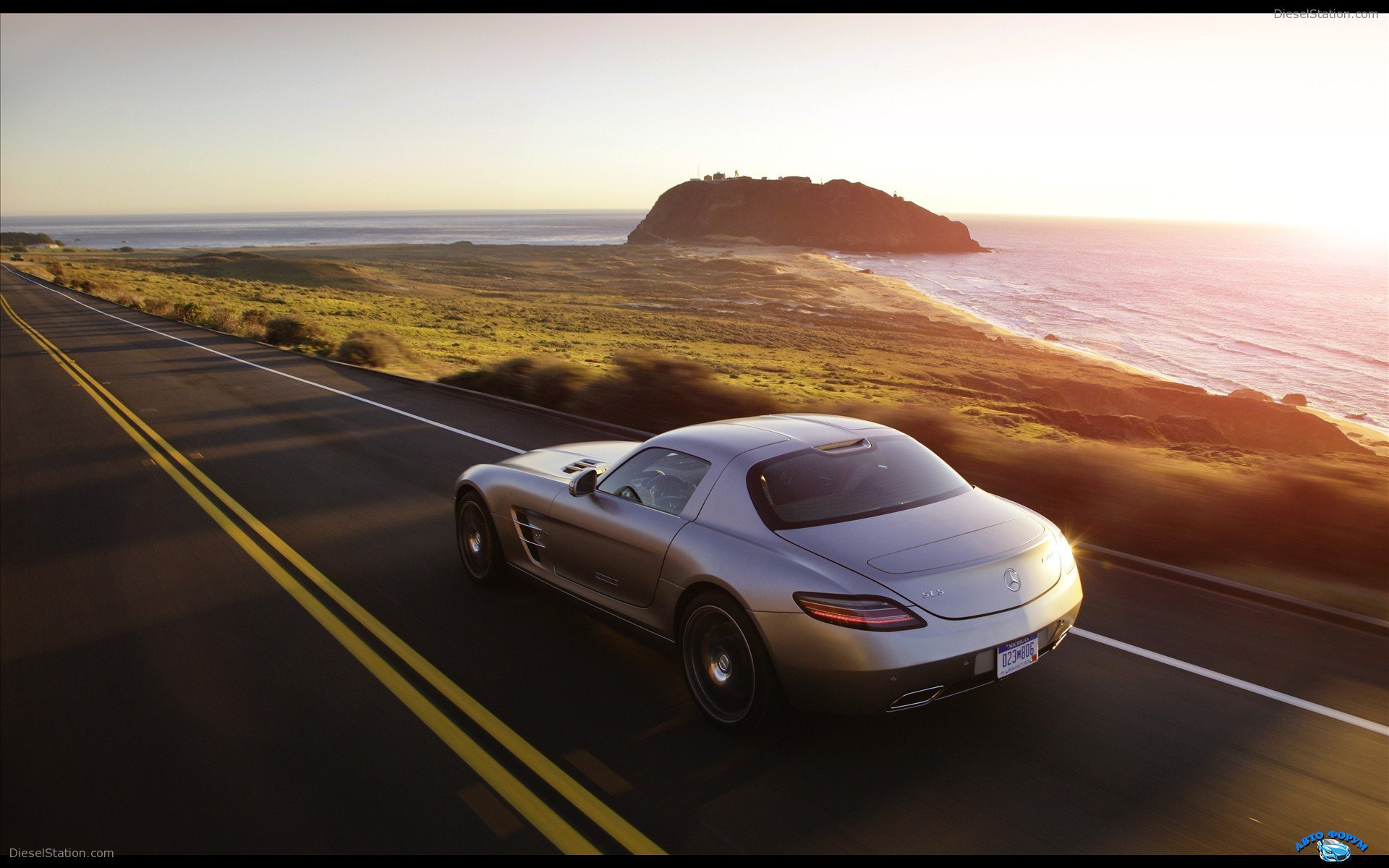 Mercedes-Benz-SLS-AMG-2011-widescreen-03.jpg
