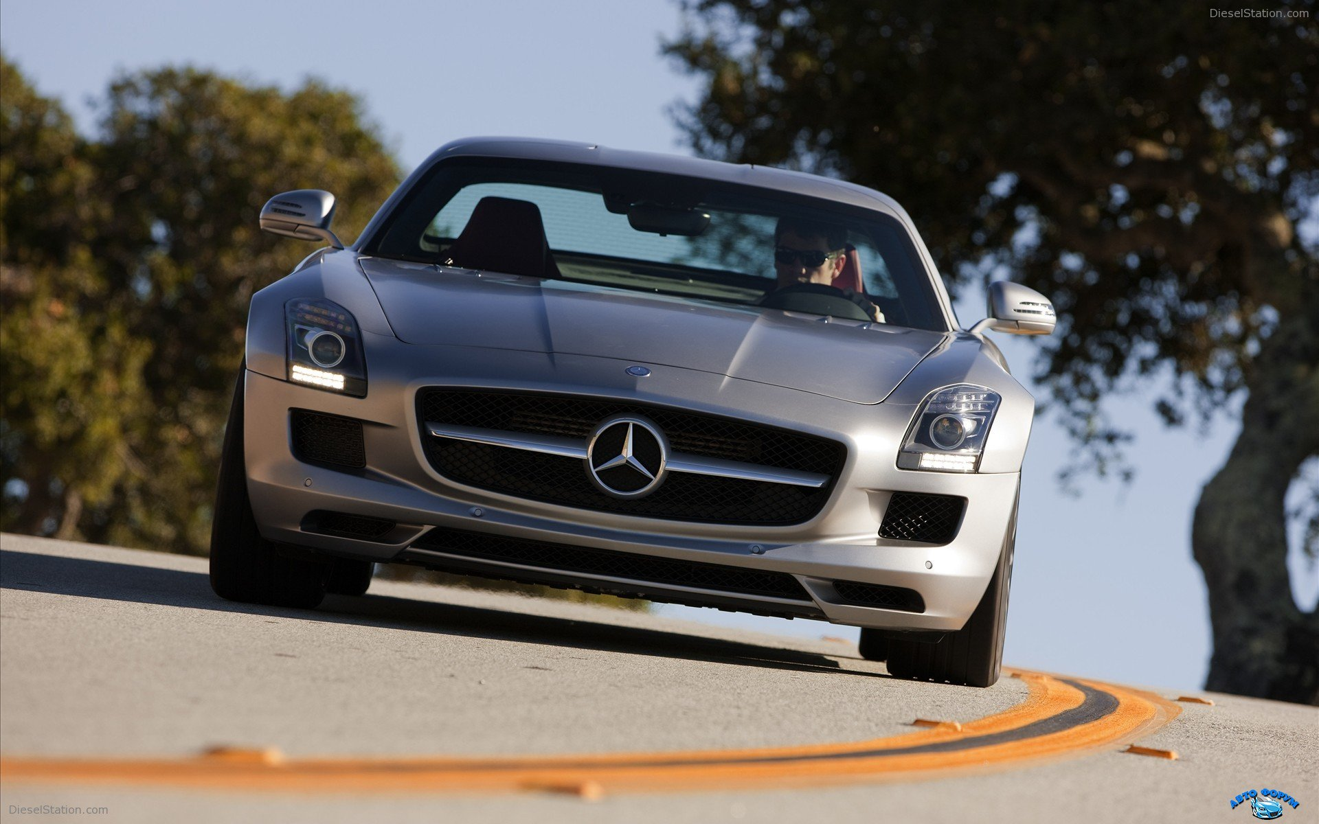 Mercedes-Benz-SLS-AMG-2011-widescreen-10.jpg